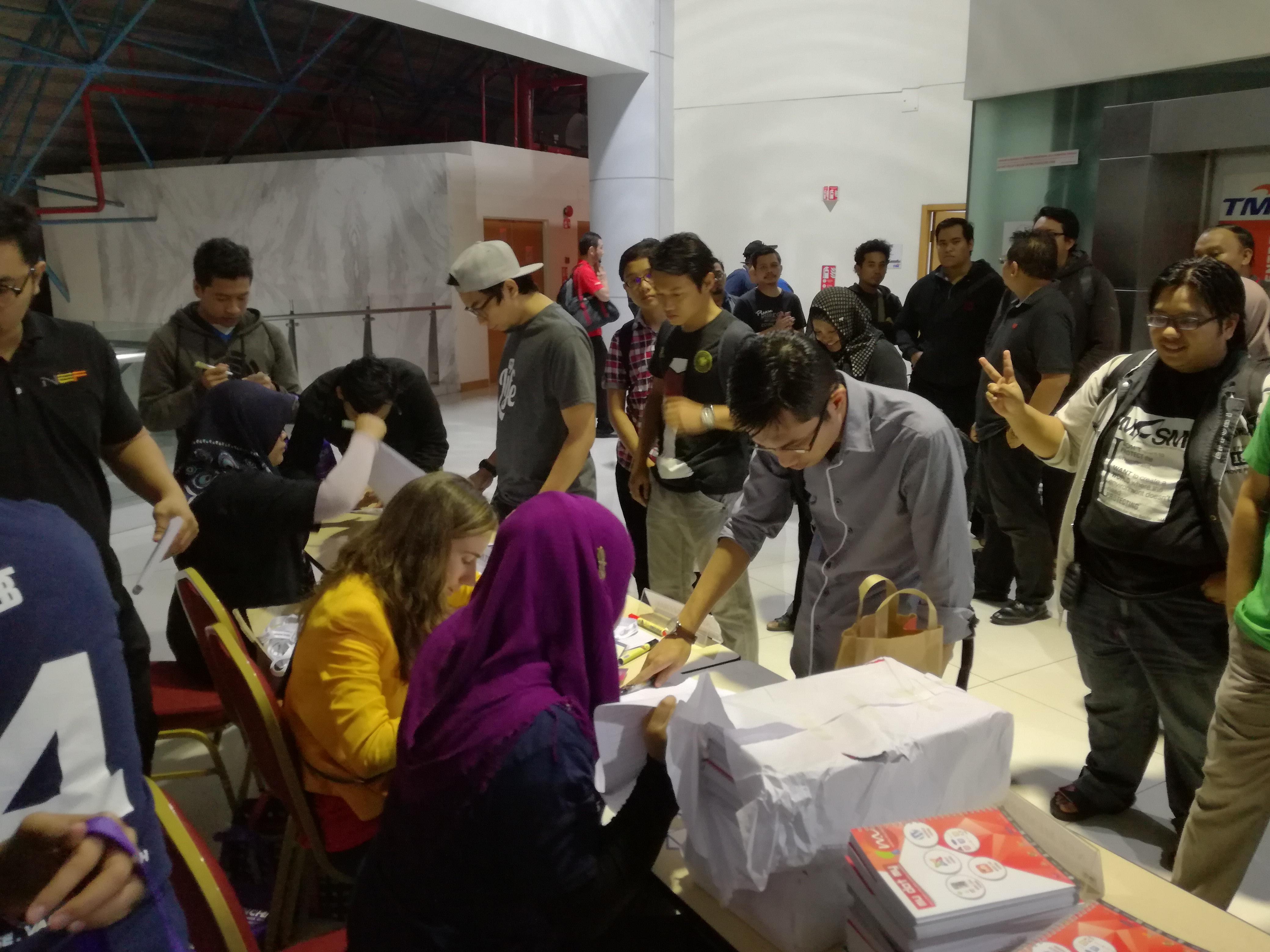 Sekitar pendaftaran dibantu oleh team Stampeded